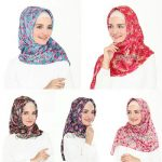 Jilbab Segiempat Velvet Bunga satin